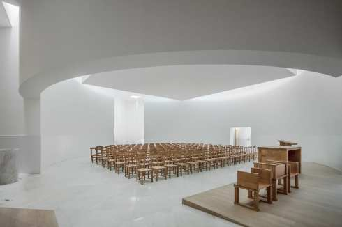 New-Church-of-Saint-Jacques-de-la-Lande-in-Rennes-France-by-Alvaro-Siza-Vieira-Yellowtrace-17